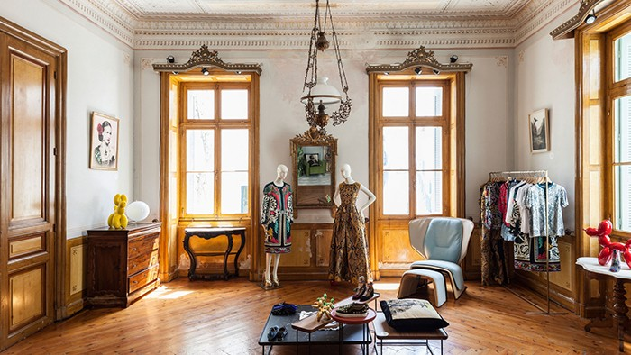 Mamush Gallery in Enny Monaco Mykonos